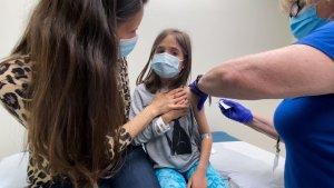 EEUU eximirá a niños del requisito de vacunación para entrada aérea al país
