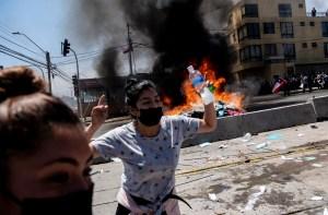 EN VIDEO: Chilenos quemaron carpas de migrantes venezolanos