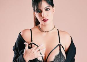"Nada de 90-60-90: Así de divina está esta presentadora venezolana siendo ""gordibuena"" (FOTOS)"