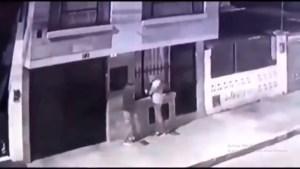 """¿100 años de perdón?: Luego de robar en una casa… otros rateros les quitaron su """"botín"""" (VIDEO)"""
