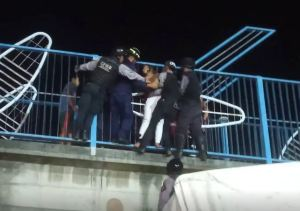 VIDEO: Así rescataron a una joven que intentó quitarse la vida en Barquisimeto