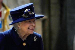 Adiós a los Martinis: Le prohibieron el alcohol a la reina Isabel II